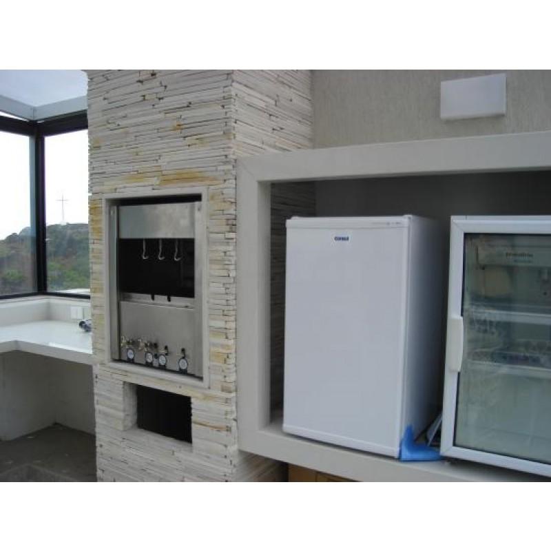 Churrasqueira residencial a gás (RC 300) em inox 430 com bandeja para água e 7 espetos rotativos em 2 galerias